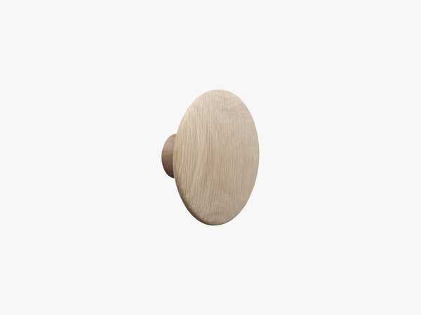 The Dots Coat Hooks / Medium, Oak fra Muuto