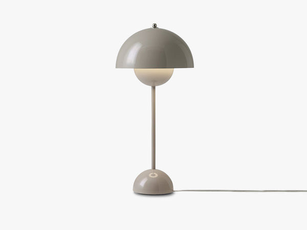 Flowerpot Table Lamp - VP3, Grey Beige fra &tradition