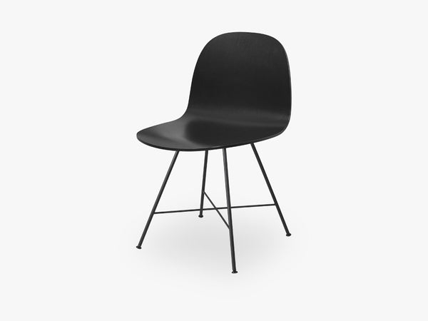 2D Dining Chair - Un-upholstered Center Black base, Black Stained Birch shell fra GUBI