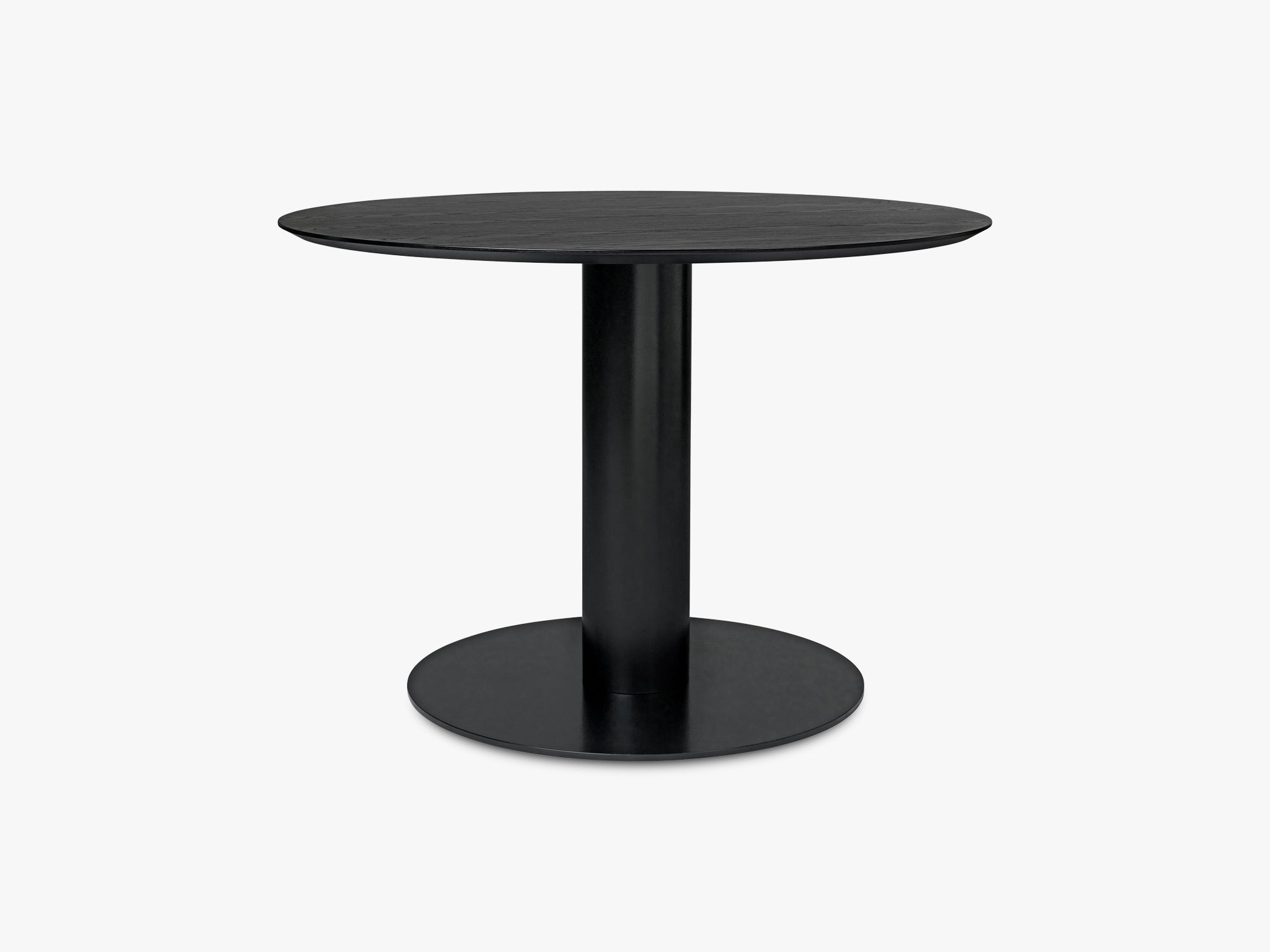 GUBI 2.0 Dining Table - Round - Ø110 - Black base, Black Stained Ash top fra GUBI