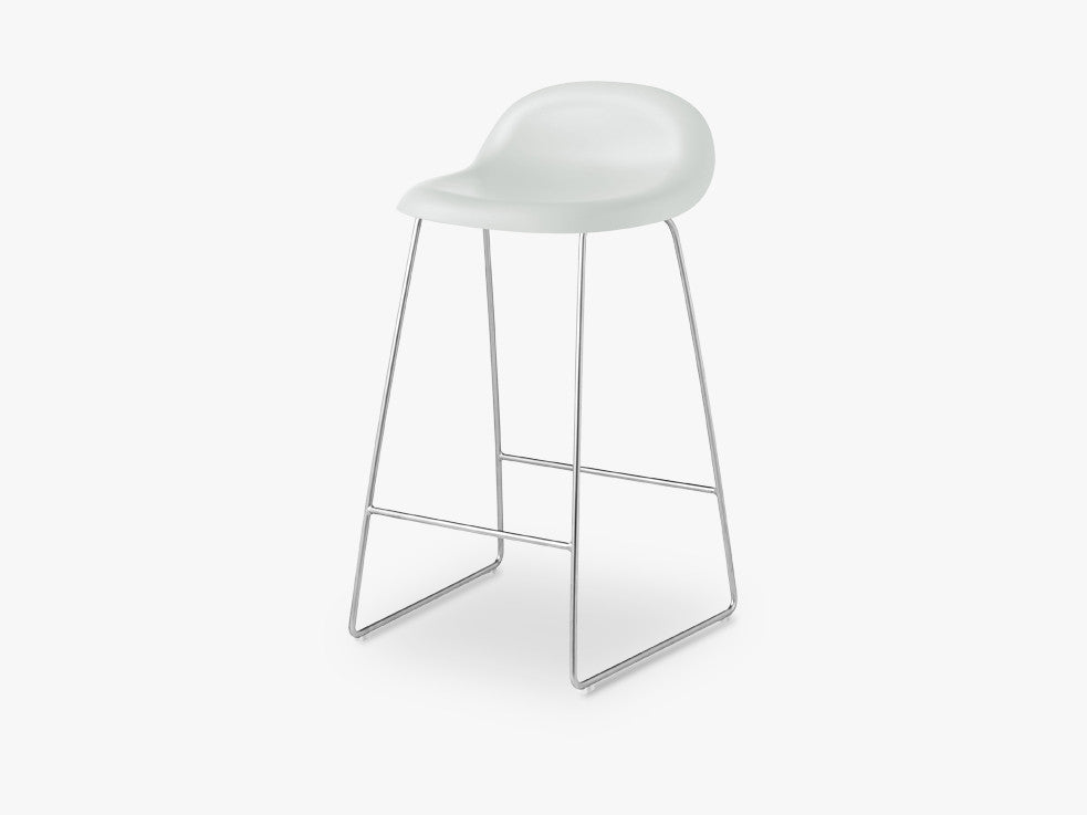 3D Counter Stool - Un-upholstered - 65 cm Sledge Crome base, White Cloud shell fra GUBI