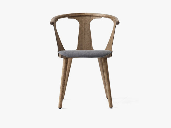 In Between Chair - SK2 - Smoked w. fiord fabric fra &tradition