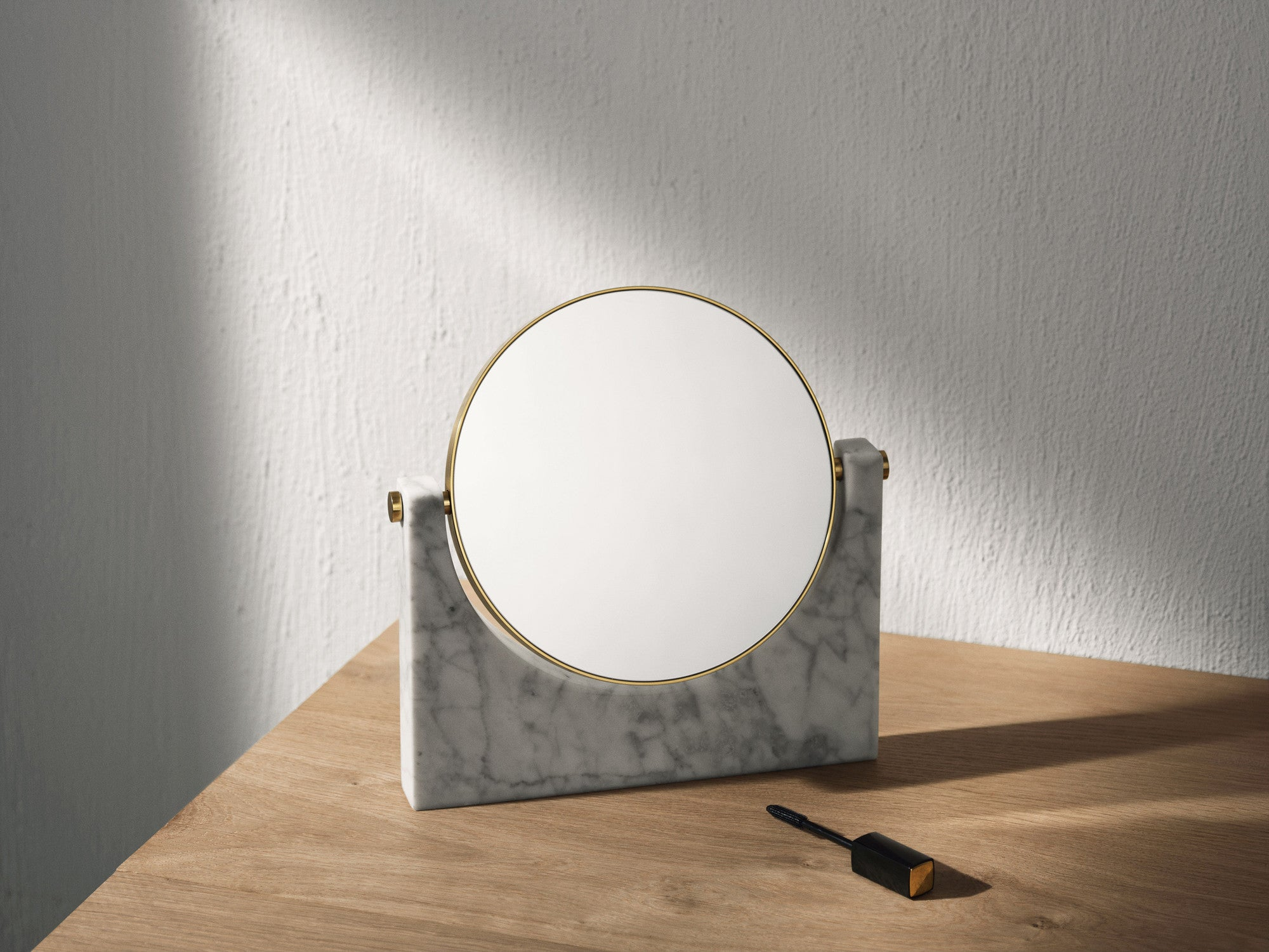 Pepe Marble Mirror, Brass/White fra Menu