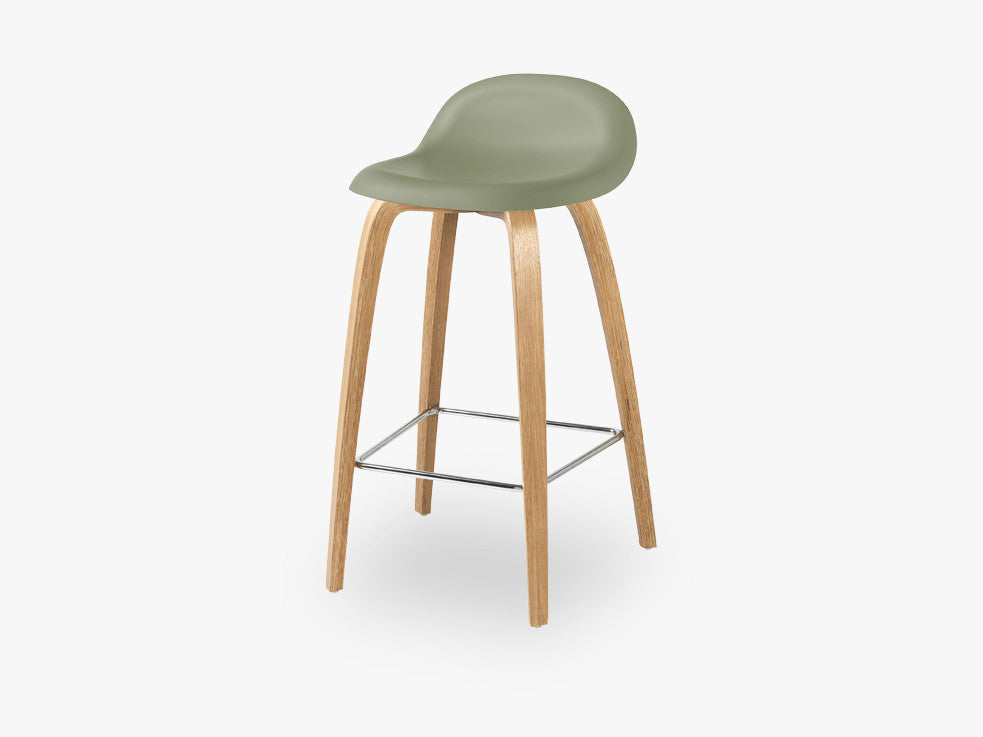 3D Counter Stool - Un-upholstered - 65 cm Oak base, Mistletoe Green shell fra GUBI