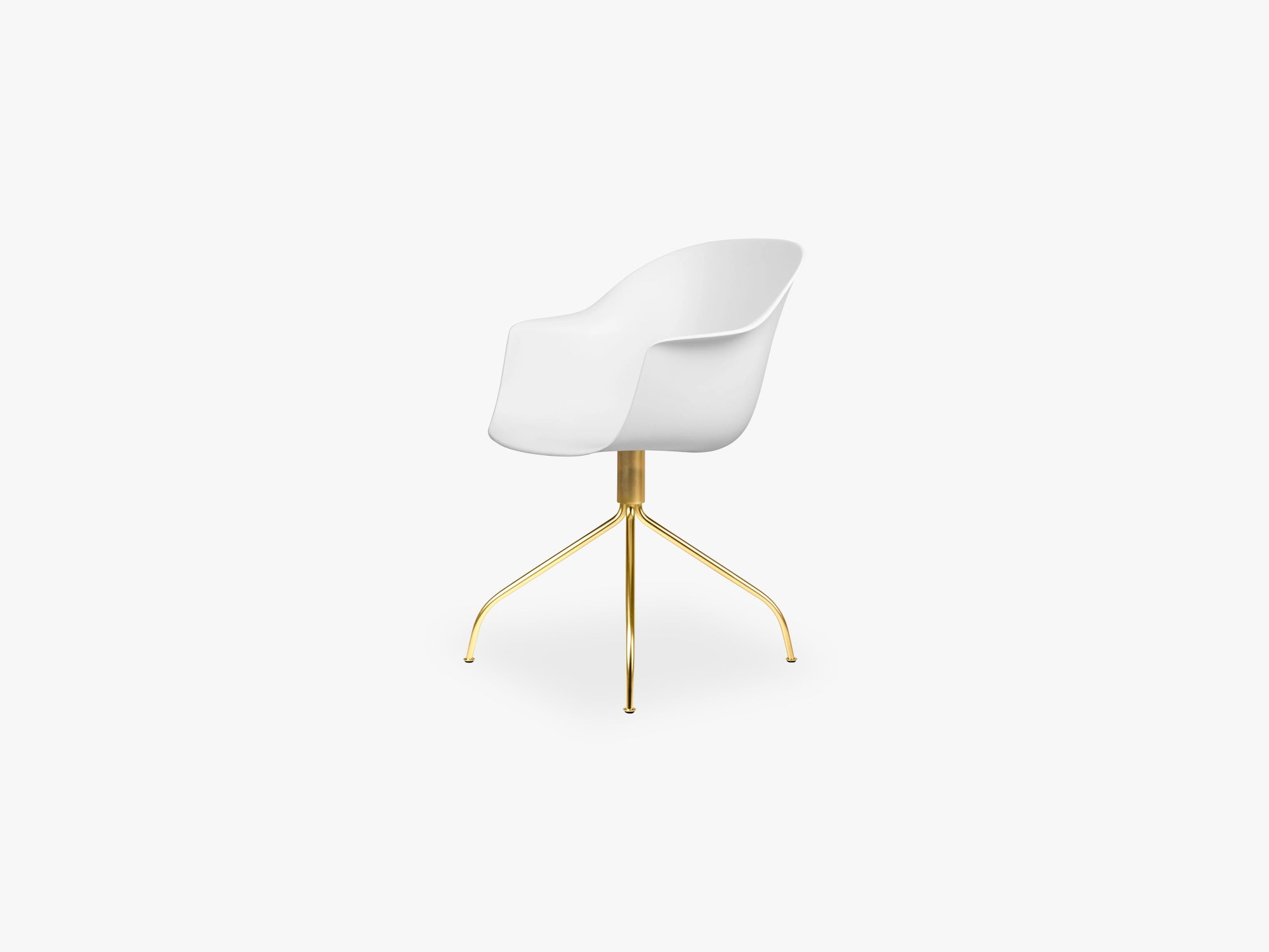 Bat Meeting Chair - Skal m Swivel base - Brass Semi Matt, Pure White fra GUBI