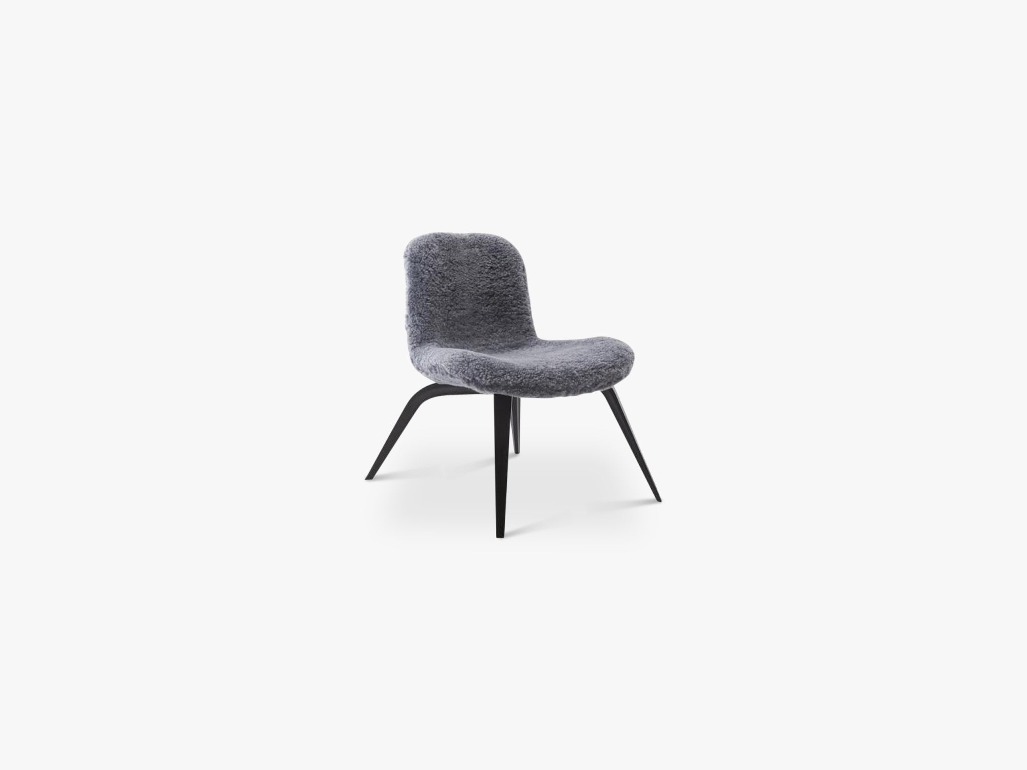 Goose Lounge Chair, Graphite Sheepskin fra NORR11