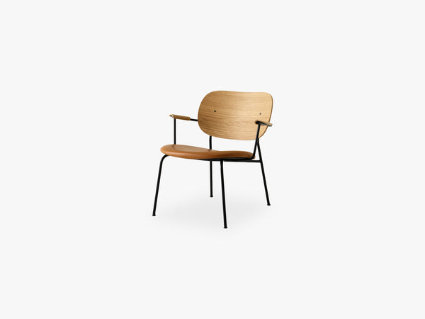 Co Chair Lounge Chair, Black Base/Natural Oak/Dakar 250 fra Menu
