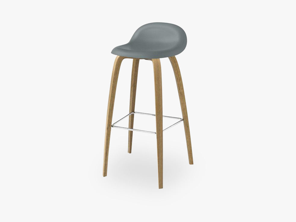 3D Counter Stool - Un-upholstered - 65 cm Oak base, Rainy Grey shell fra GUBI