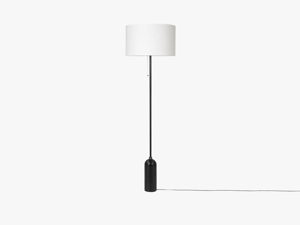 Gravity Floor Lamp - Blackened Steel base, White shade fra GUBI