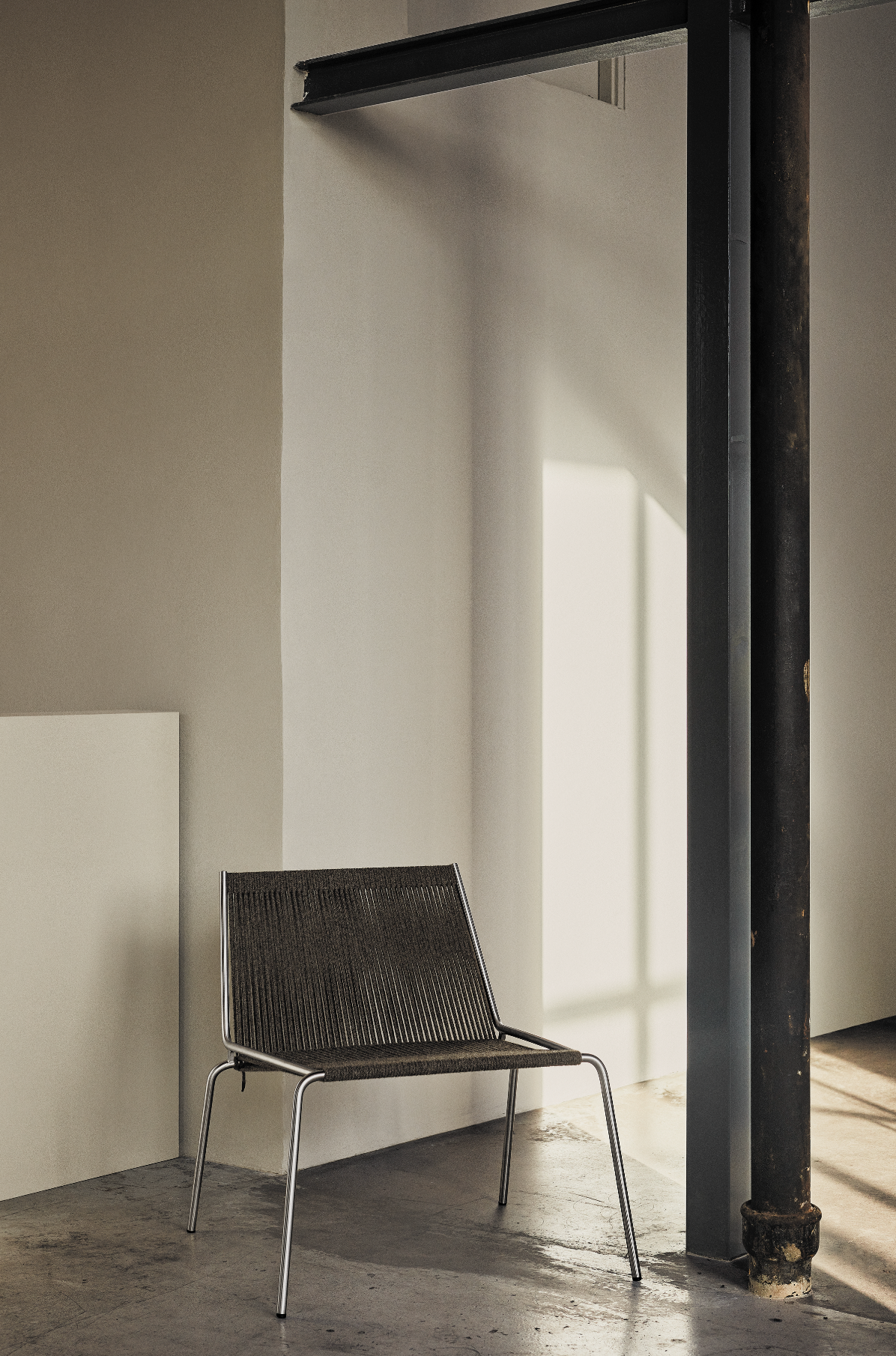 Noel Lounge Chair, Steel/Dark Grey fra Thorup Copenhagen