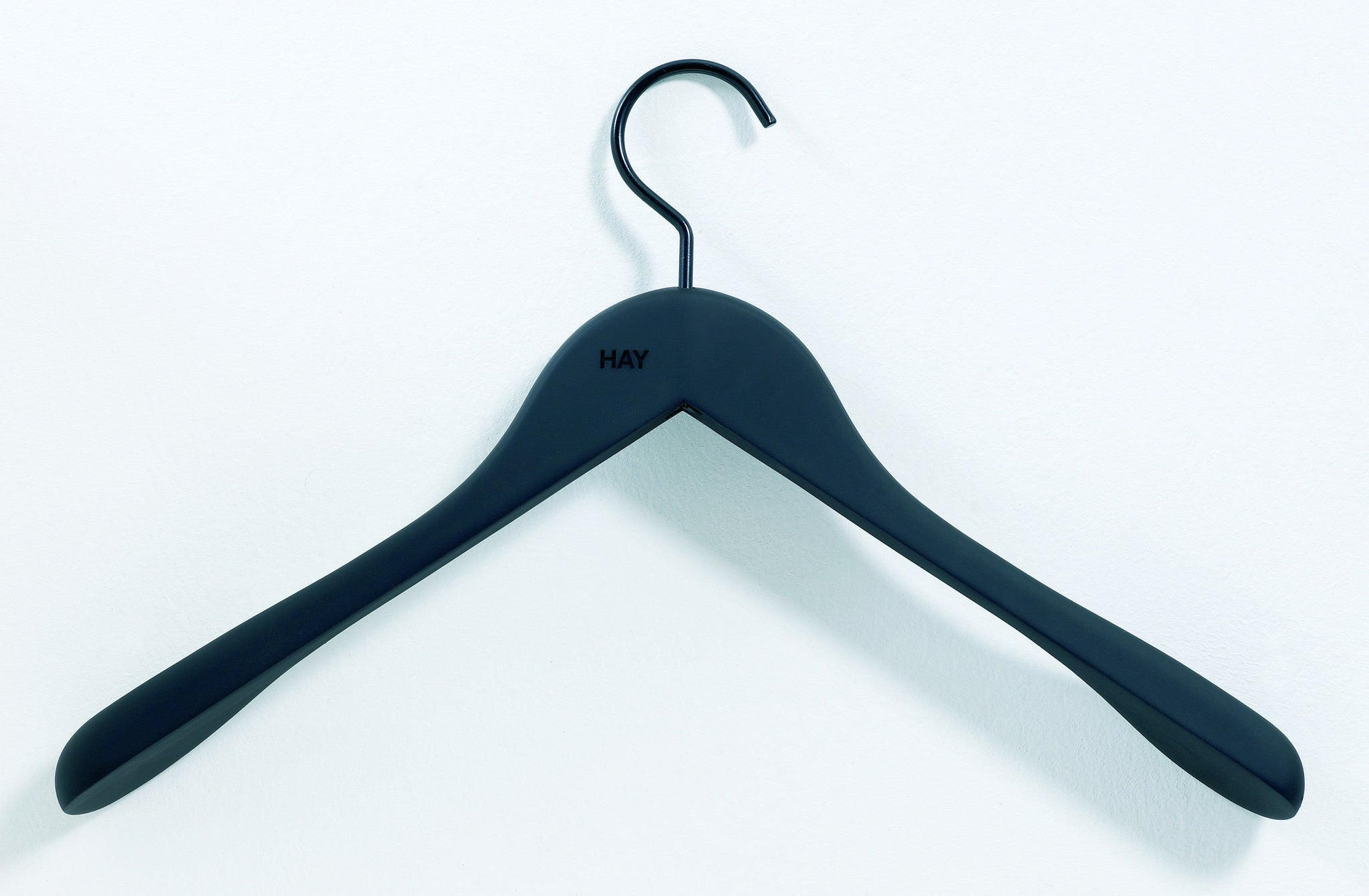 Soft Coat Hanger, Wide – Sort fra HAY