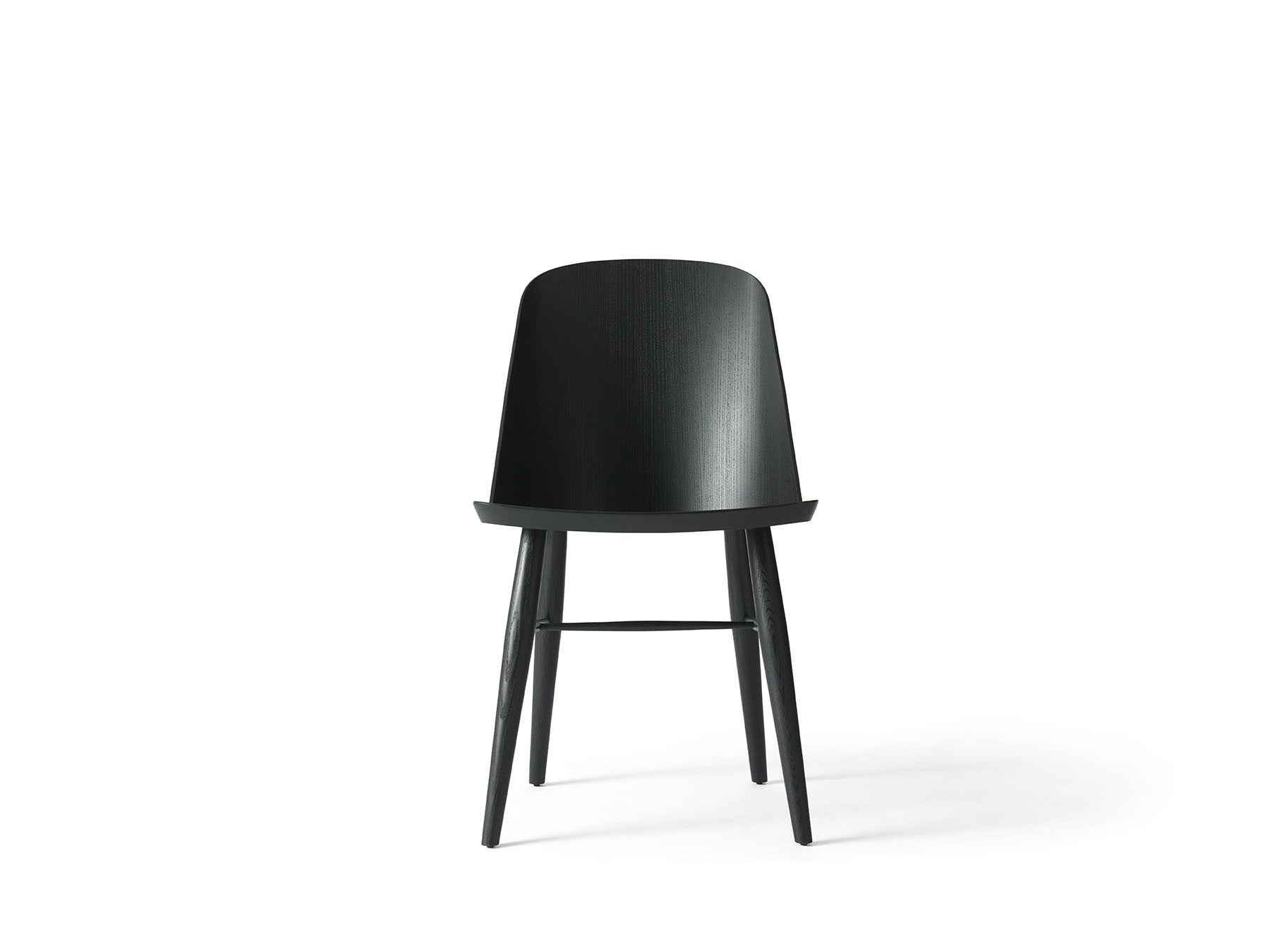 Synnes Chair - Sort Ask fra Menu