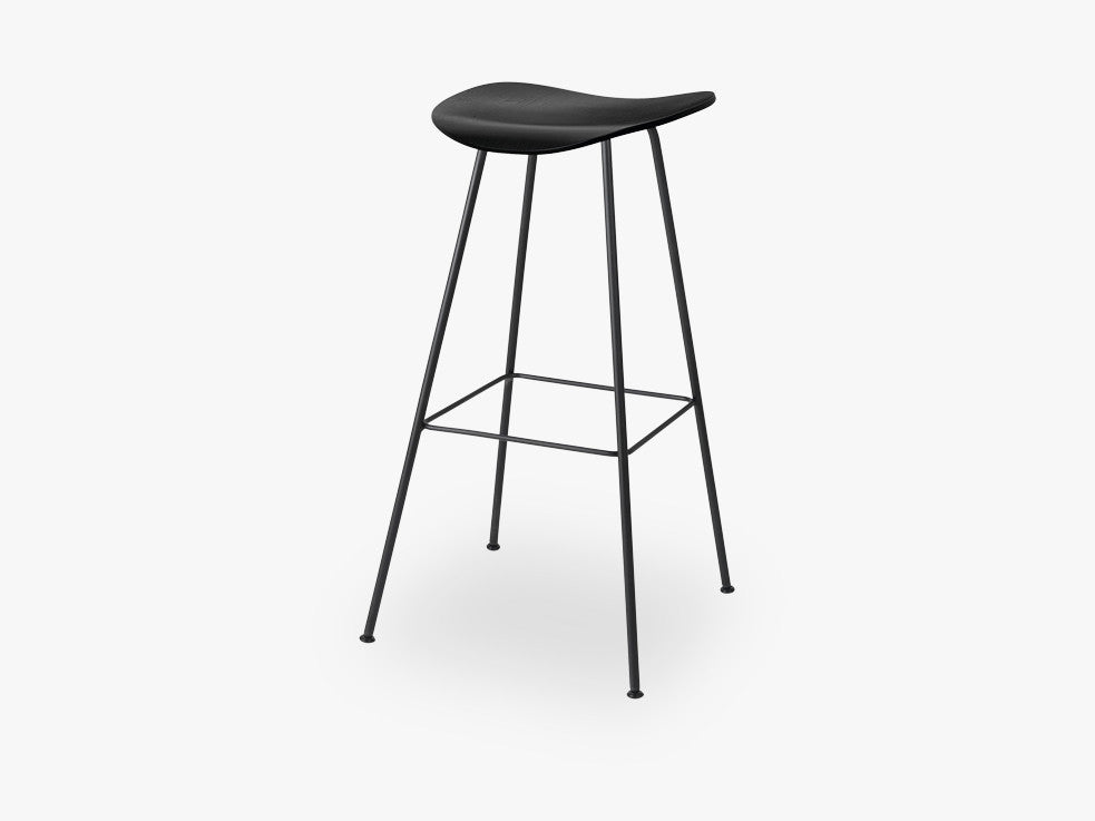 2D Bar Stool - Un-upholstered - 75 cm Center Black base, Black Stained Birch shell fra GUBI
