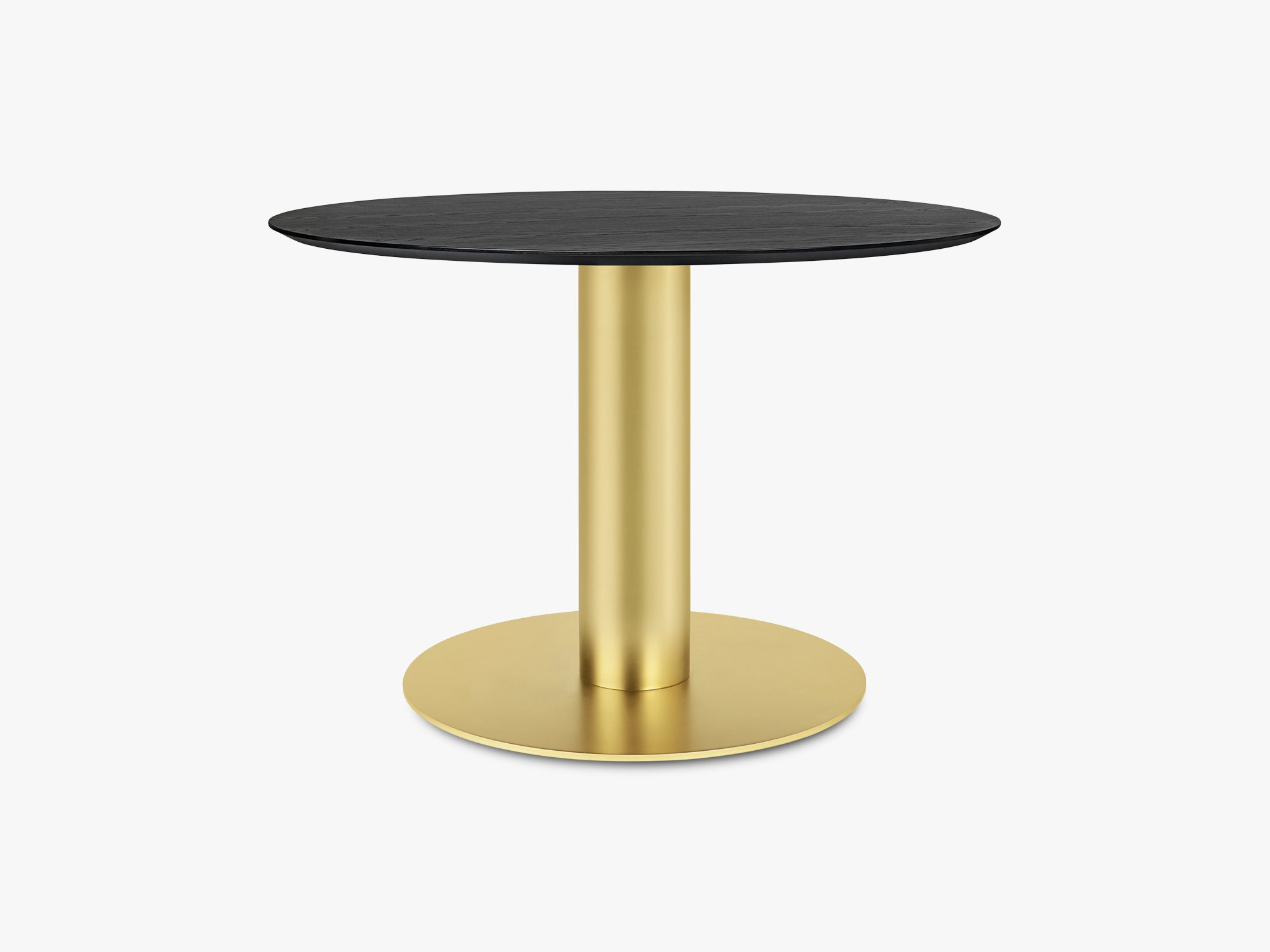 GUBI 2.0 Dining Table - Round - Ø110 - Brass base, Black Stained Ash top fra GUBI