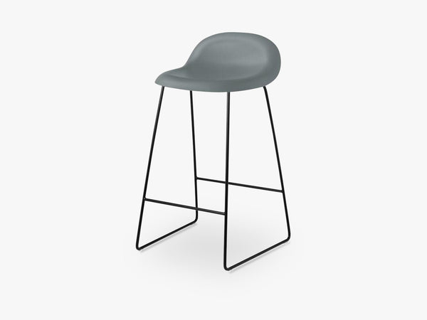 3D Counter Stool - Un-upholstered - 65 cm Sledge Black base, Rainy Grey shell fra GUBI