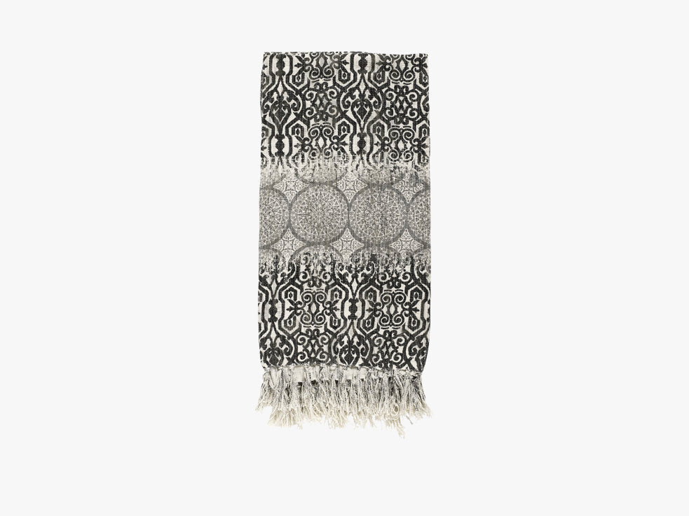 Blanket, natural w/grey circles, black fra Nordal