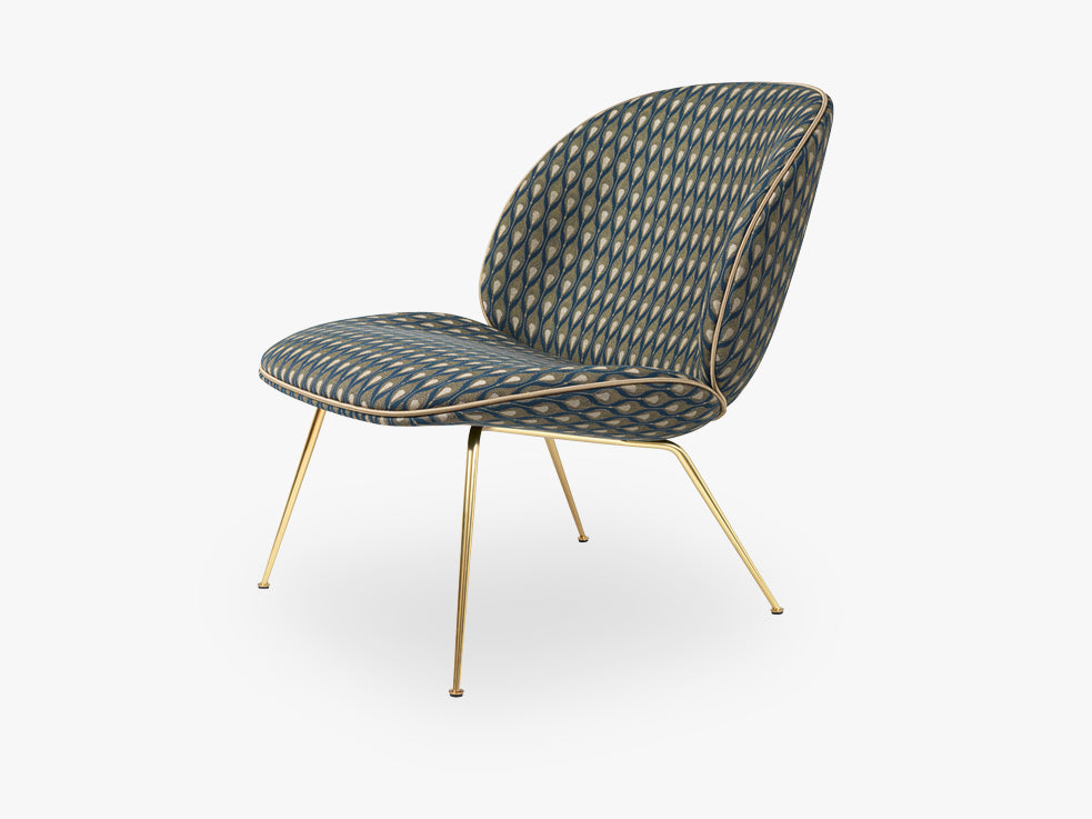 Beetle Lounge Chair - Fully Upholstered - Conic Brass base, Backhausen-Pl-M7829A05 Piping Luce-17 fra GUBI