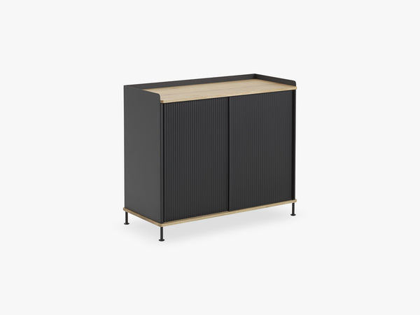 Enfold Sideboard / Tall, Oak/Black fra Muuto