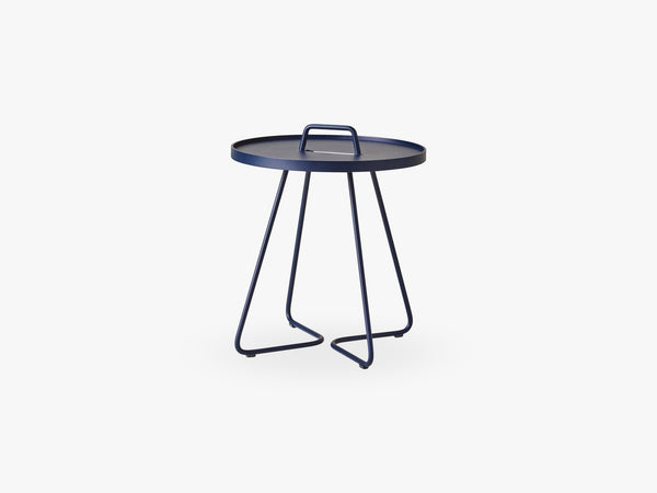 On-The-Move Sidebord Lille, Midnight Blue fra Cane-Line