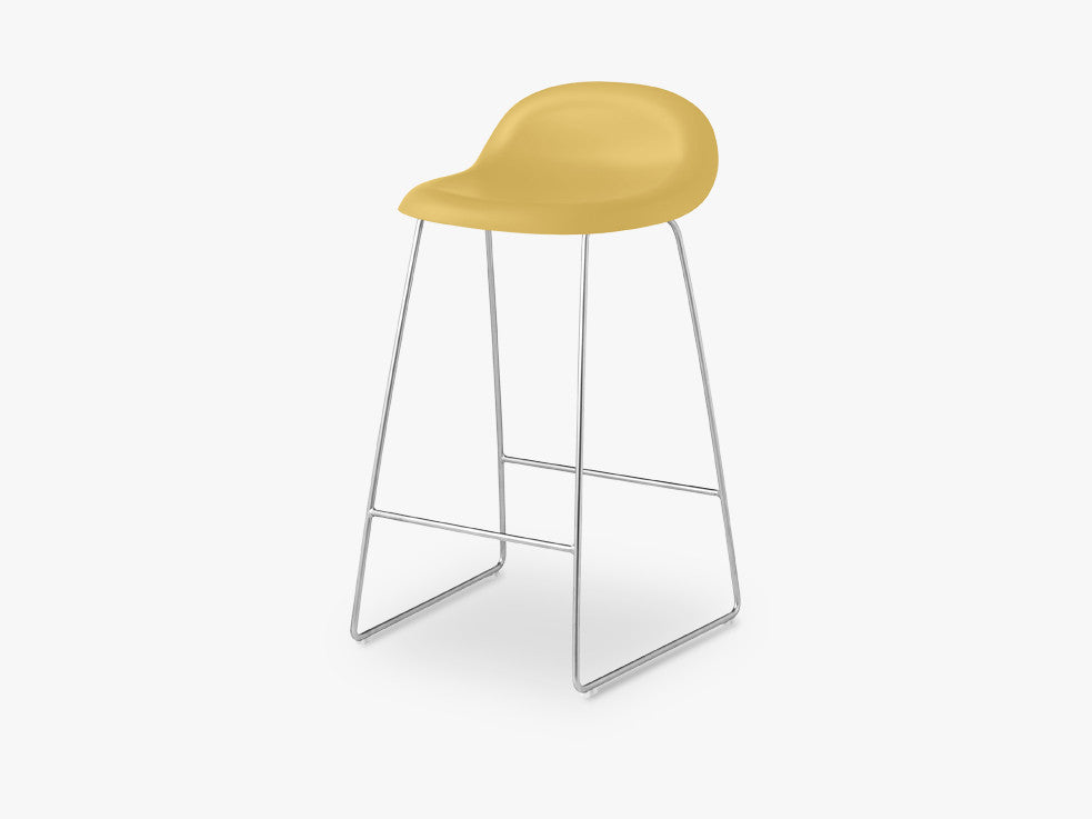 3D Counter Stool - Un-upholstered - 65 cm Sledge Crome base, Venetian Gold shell fra GUBI