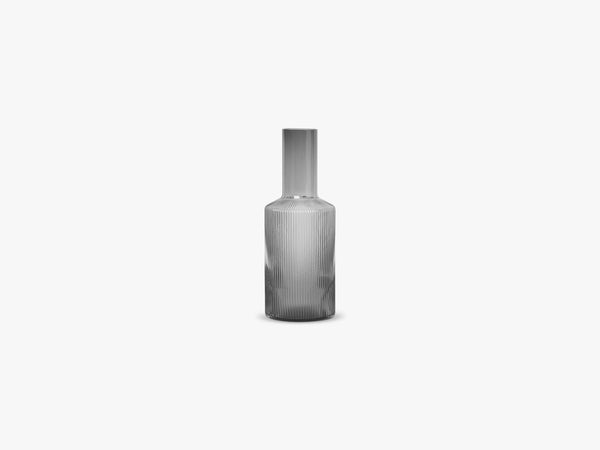 Ripple Carafe, Smoked Grey fra Ferm Living