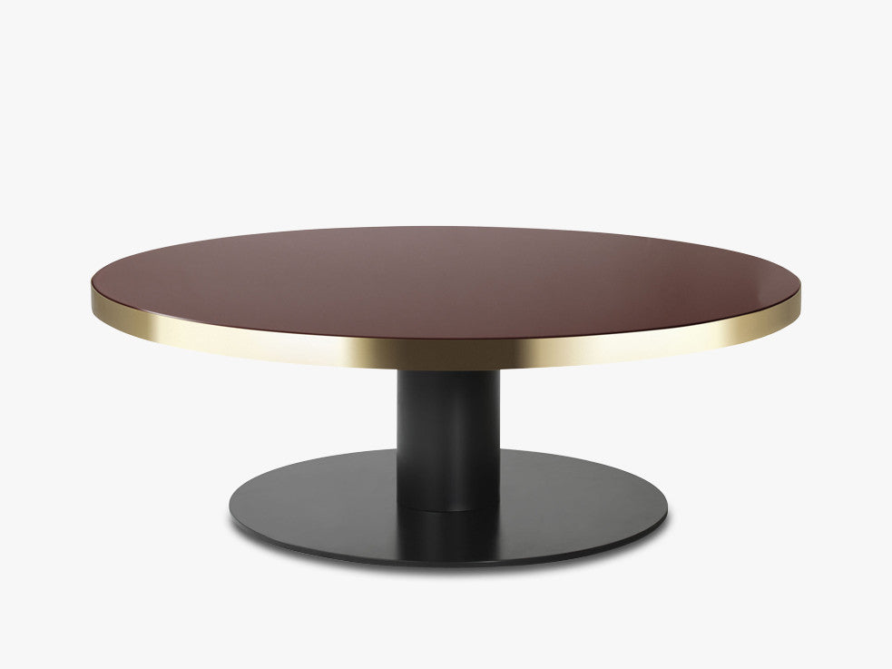 GUBI 20 Coffee Table - Round - Dia 125 Brass Base, Glass Cherry Red Top fra GUBI
