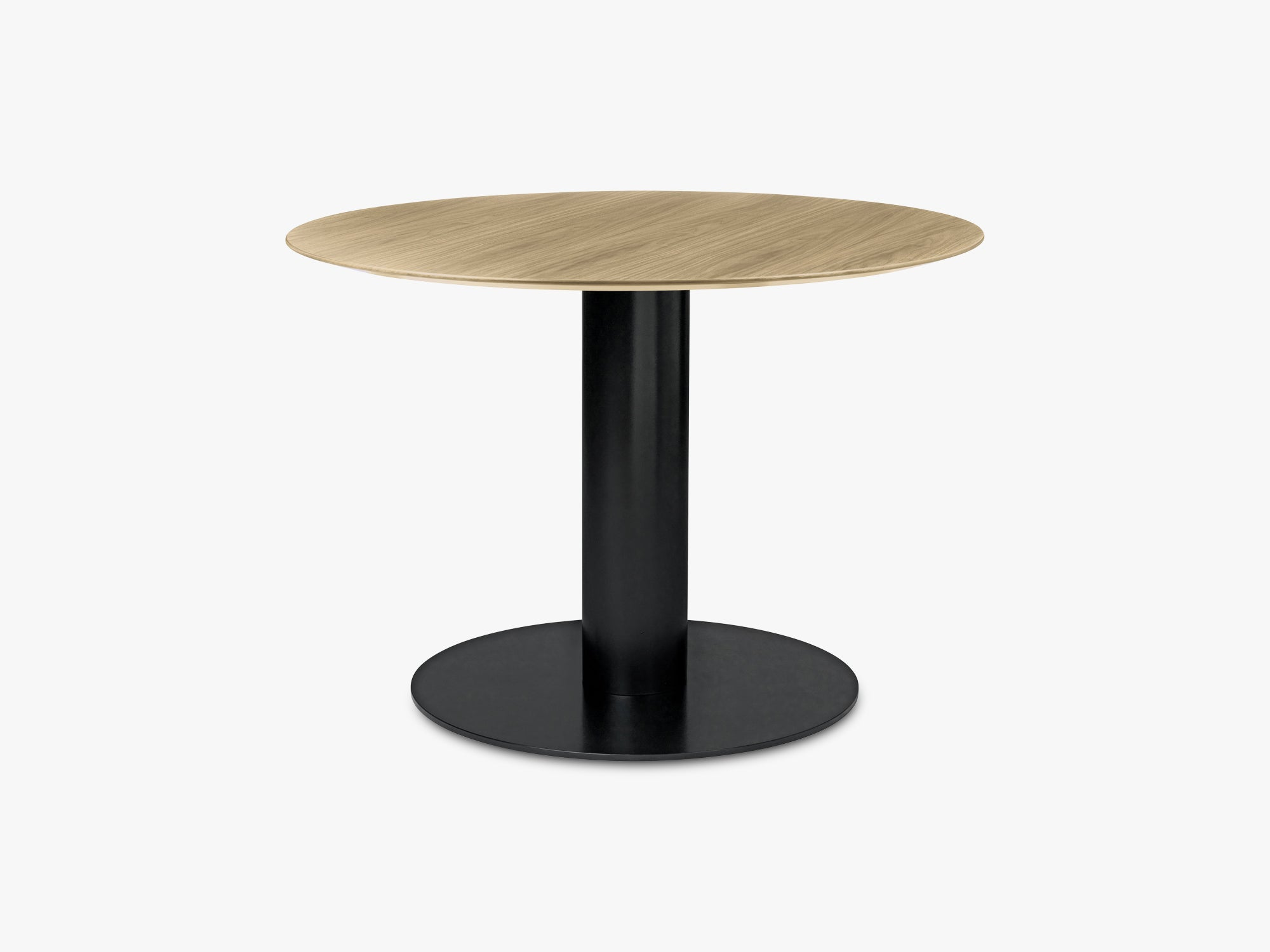 GUBI 2.0 Dining Table - Round - Ø110 - Black base, Oak top fra GUBI
