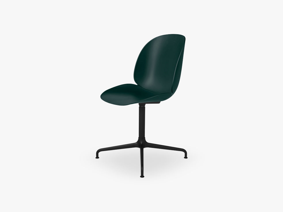 Beetle Meeting chair - Un-upholstered - 4-star swivel Black base, Green shell fra GUBI