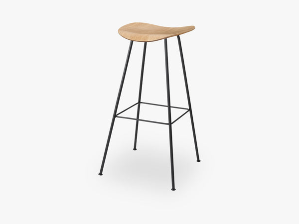 2D Bar Stool - Un-upholstered - 75 cm Center Black base, Oak shell fra GUBI