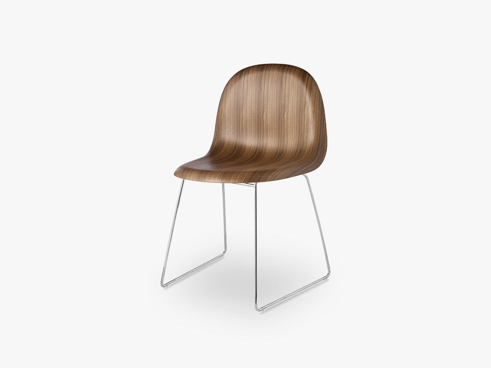 3D Dining Chair - Un-upholstered - Stackable Sledge Crome base, American Walnut shell fra GUBI
