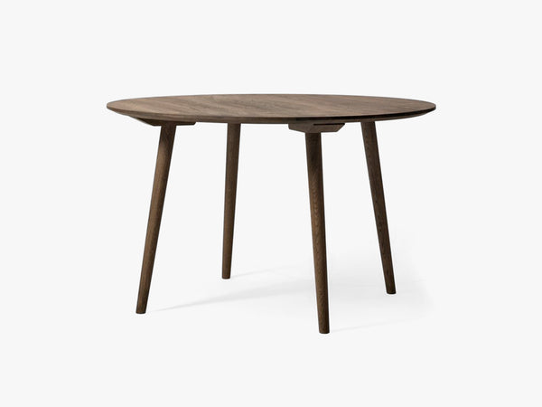 In Between Table - SK4 - Ø120cm, smoked oak fra &tradition