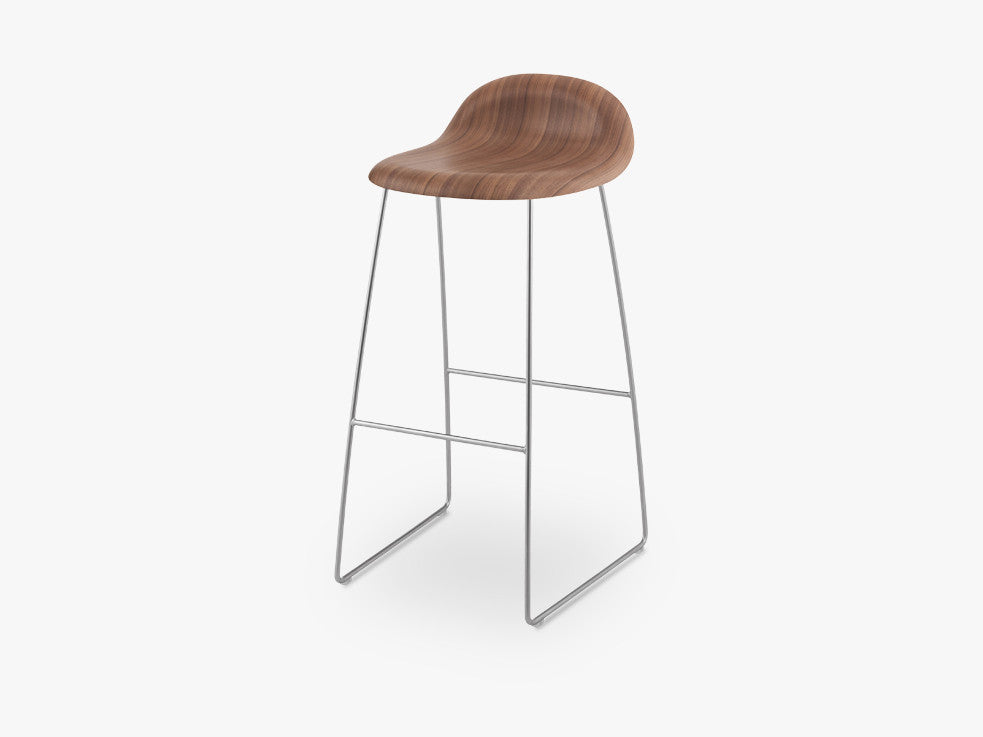 3D Bar Stool - Un-upholstered - 75 cm Sledge Crome base, American Walnut shell fra GUBI
