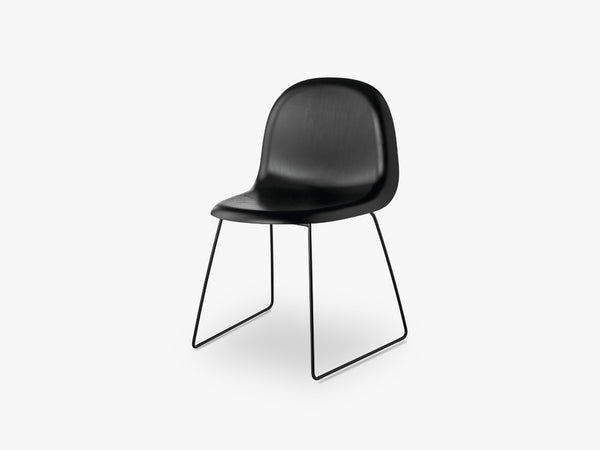 3D Dining Chair - Un-upholstered - Stackable Sledge Black base, Black Stained Beech shell fra GUBI