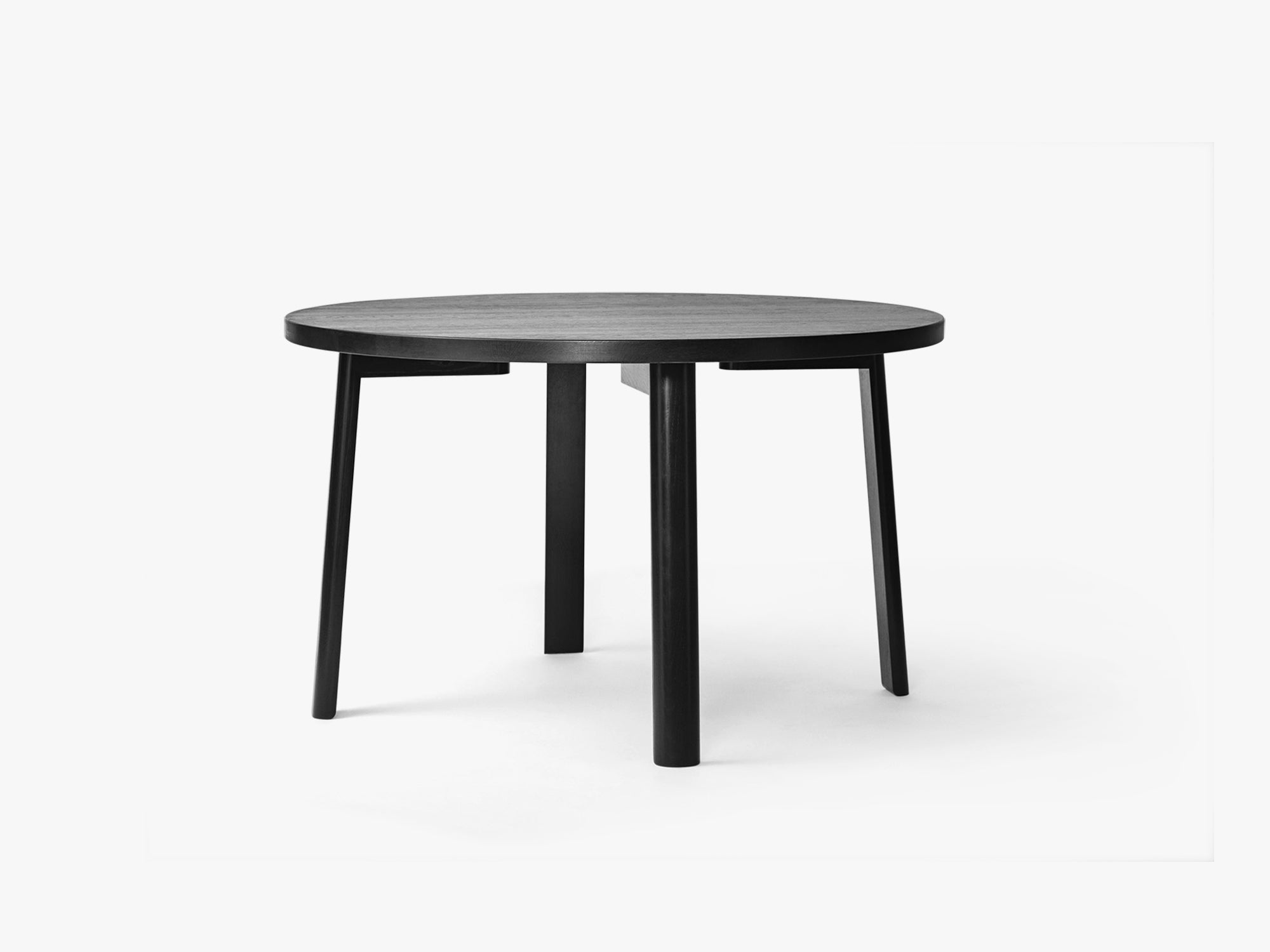 Ease Dining Table Ø140, H73 Oak Black fra MILLION
