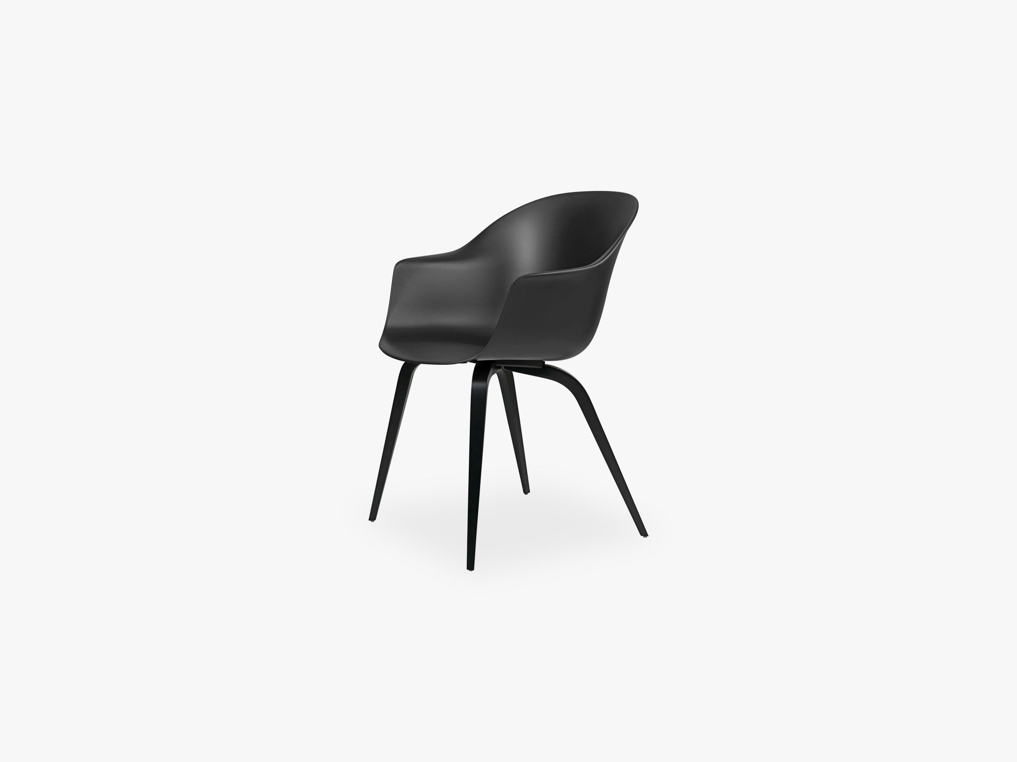 Bat Dining Chair - Skal m Wood base - Black Stained Beech Semi Matt, Black fra GUBI