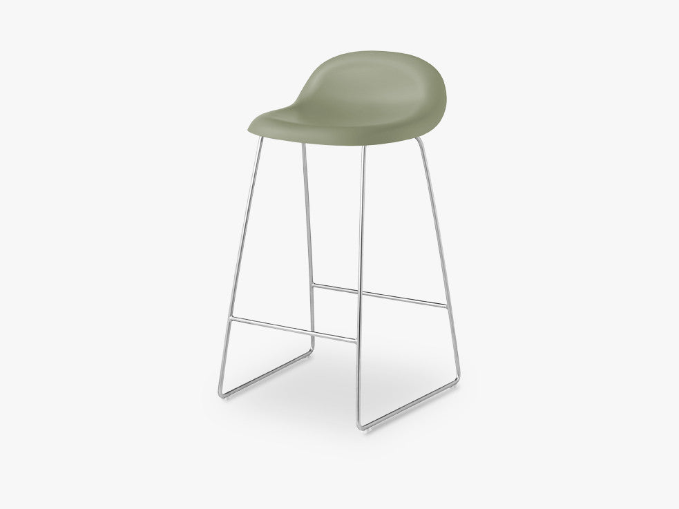 3D Counter Stool - Un-upholstered - 65 cm Sledge Crome base, Mistletoe Green shell fra GUBI