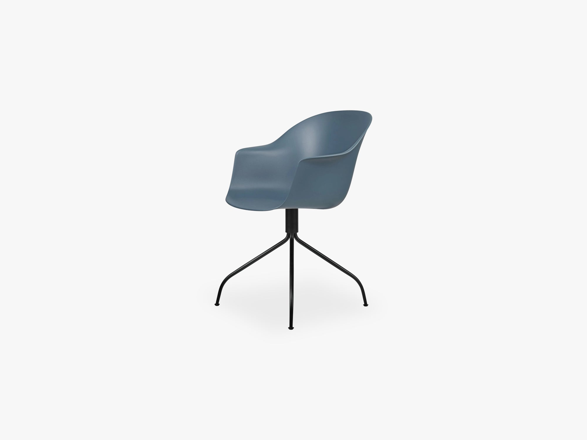 Bat Meeting Chair - Skal m Swivel base - Black Matt, Smoke Blue fra GUBI