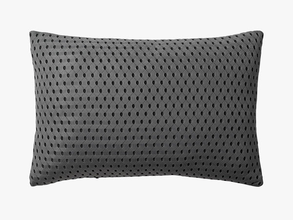 3D Knitted Cushion - Dark Grey fra AYTM