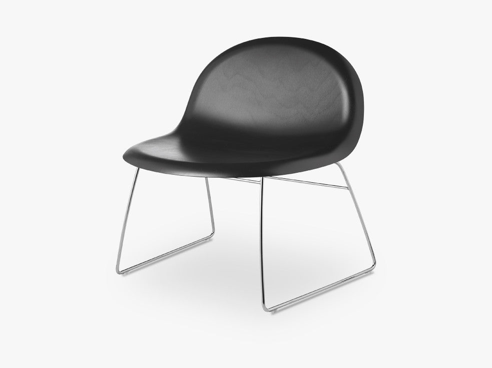 3D Lounge Chair - Un-upholstered Sledge Crome base, Black Stained Beech shell fra GUBI