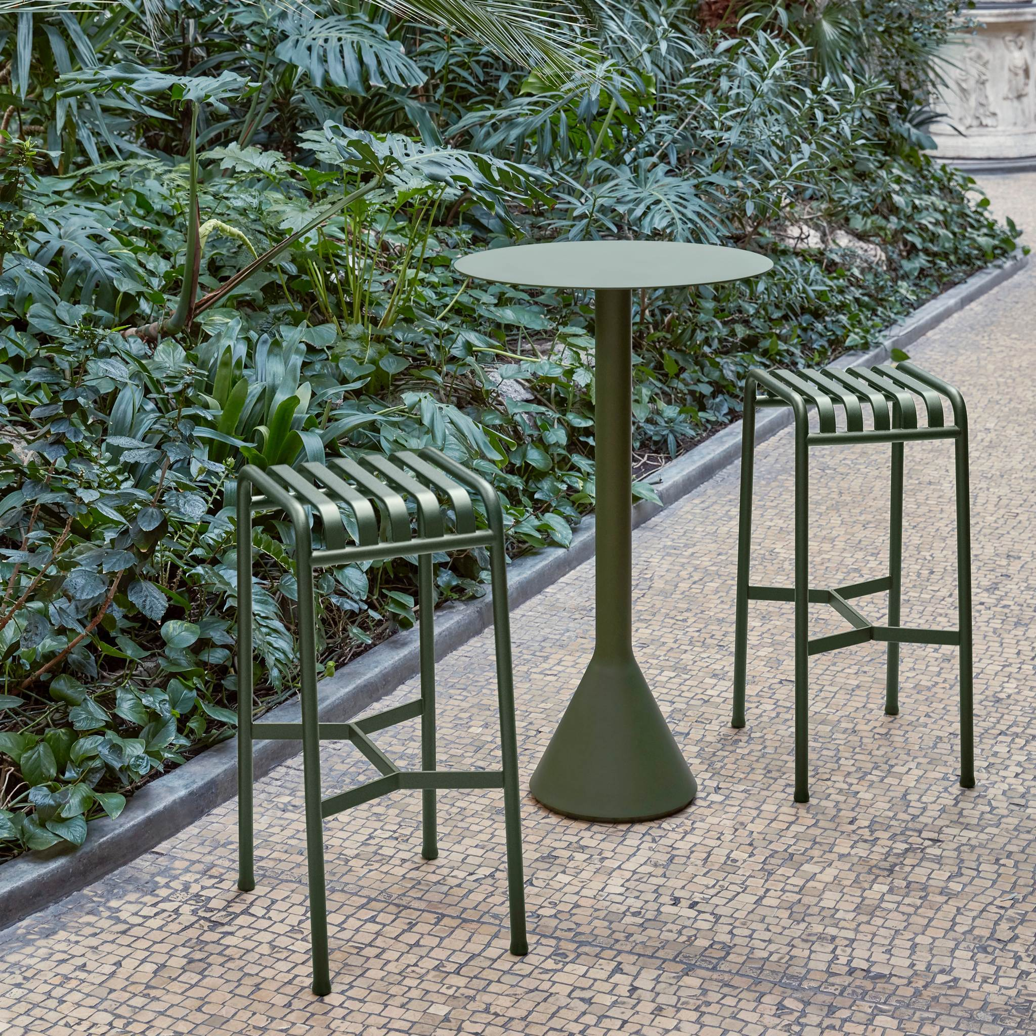 Palissade Cone Table - Round High, Olive fra HAY