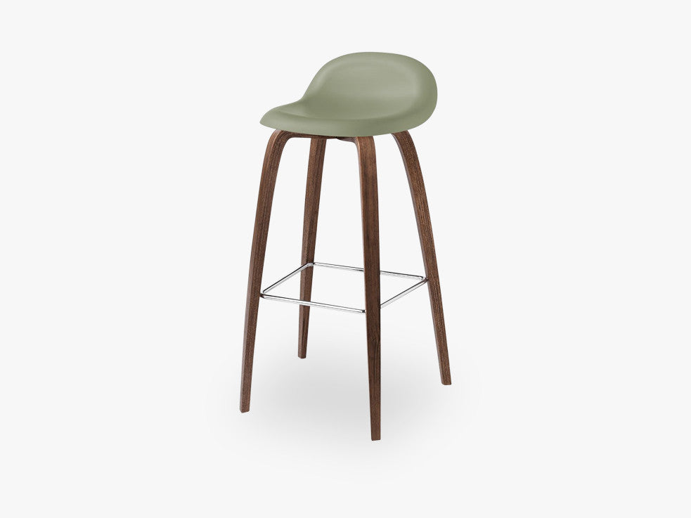 3D Bar Stool - Un-upholstered - 75 cm American Walnut base, Mistletoe Green shell fra GUBI