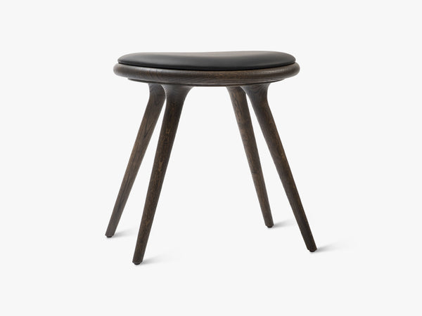 Low Stool H47, Sirka Grey Stained Oak fra Mater