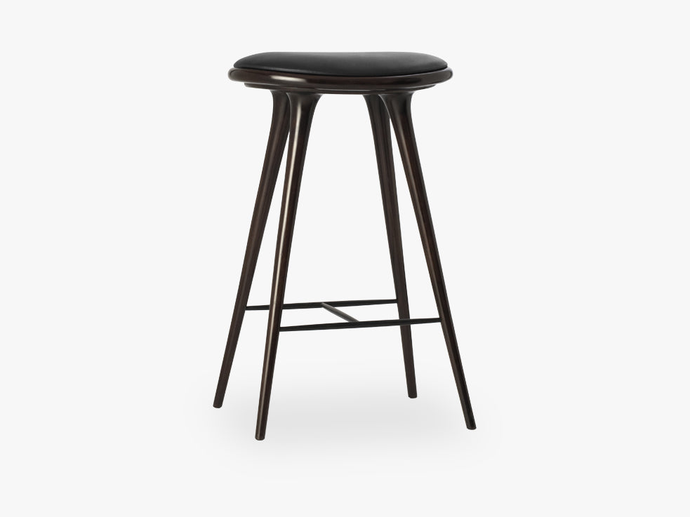 High Stool H74, Dark Stained Beech fra Mater
