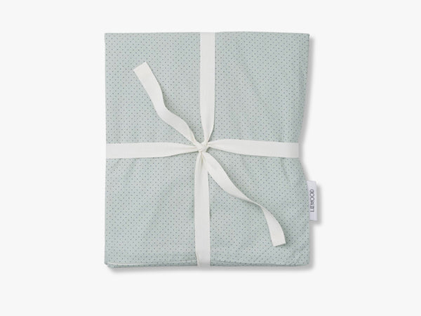 Carmen baby bedding, Dusty Mint w. Navy dots fra Liewood