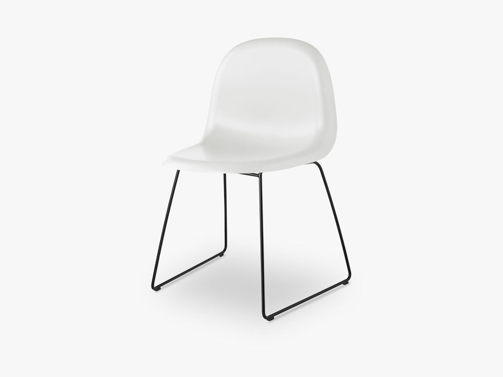 3D Dining Chair - Un-upholstered - Stackable Sledge Black base, White Cloud shell fra GUBI