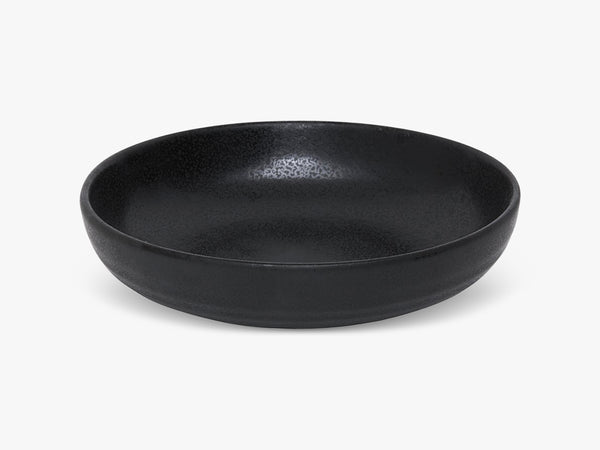 Aya Bowl Low 22cm, matt rustic black fra UL UL by Lund Ulstrup