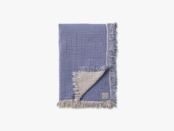 Collect Throw SC32, Cloud/Blue fra &tradition