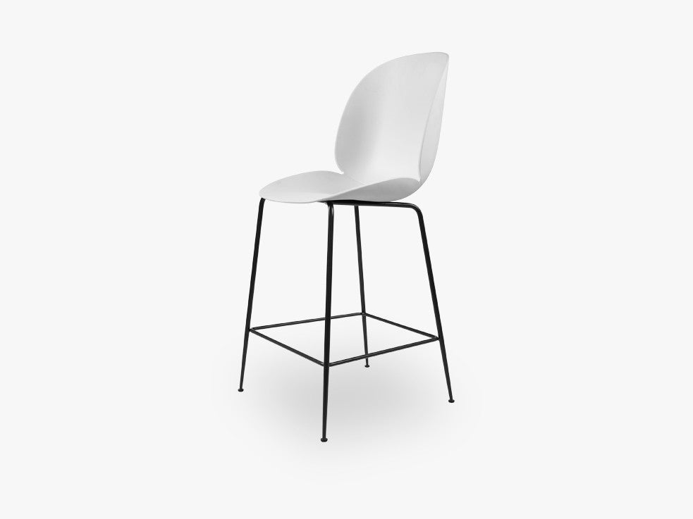 Beetle Counter Chair - Un-upholstered - 64 cm Conic Black base, White shell fra GUBI
