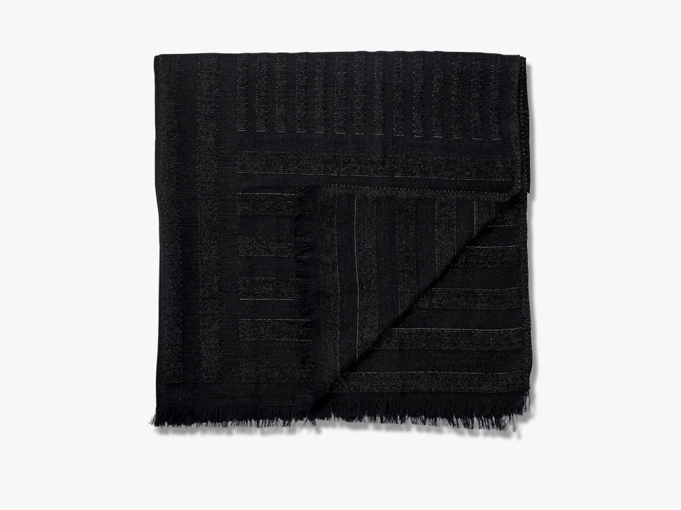 CONTRA throw, black fra AYTM