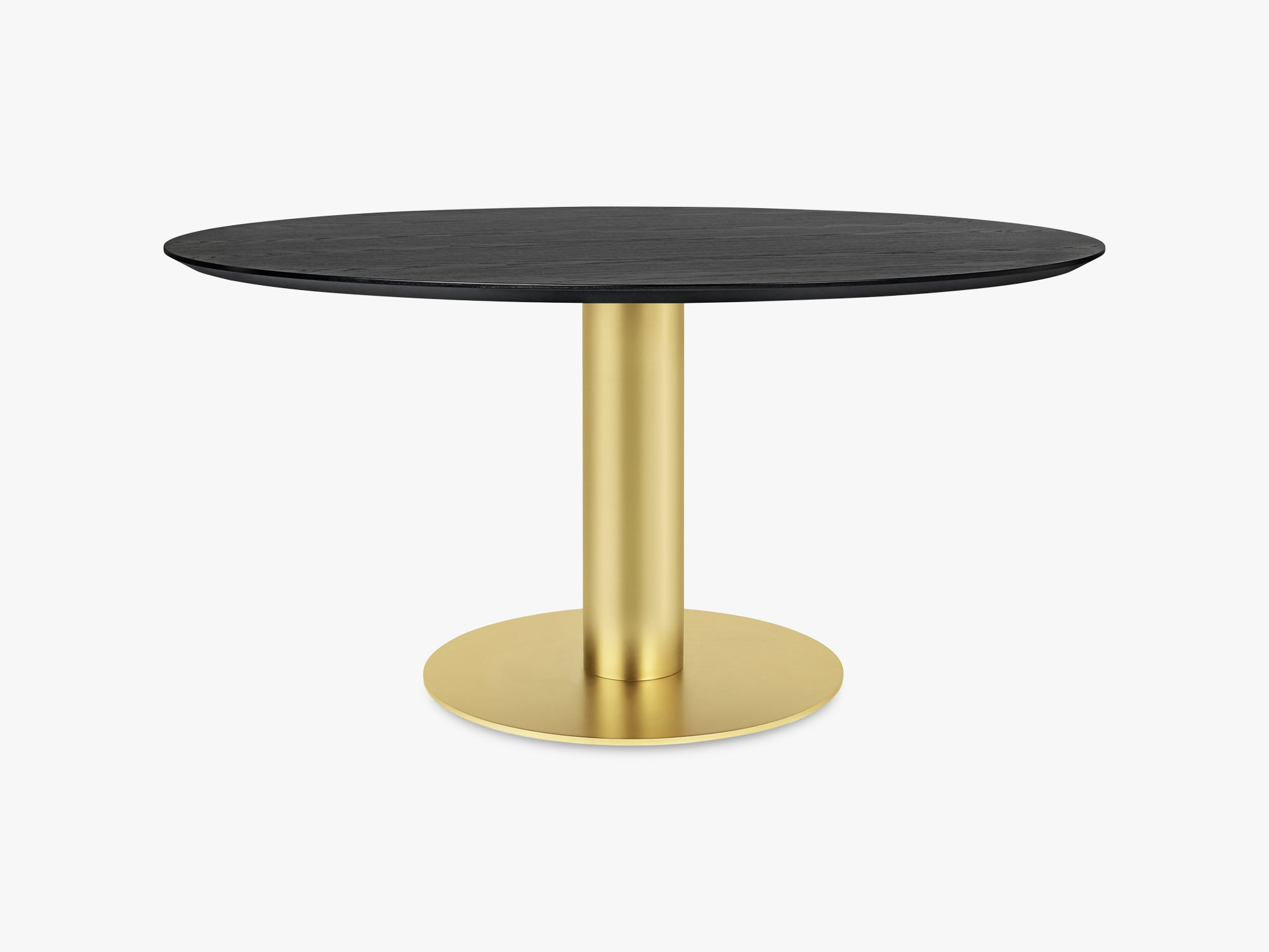 GUBI 2.0 Dining Table - Round - Ø150 - Brass base, Black Stained Ash top fra GUBI